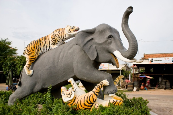 Elephant fighting Tigers statue in Kompong Thom